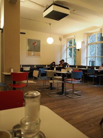 Barcomi's Kaffeerösterei: 店内は広々