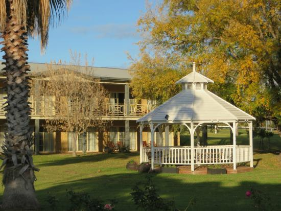 Parklands Resort & Conference Centre: The gazebo and units