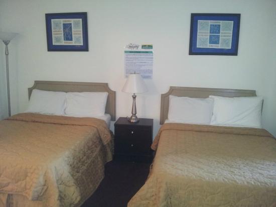 America's Best Inn & Suites: Room