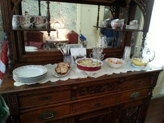 The Cliveden Inn: Breakfast