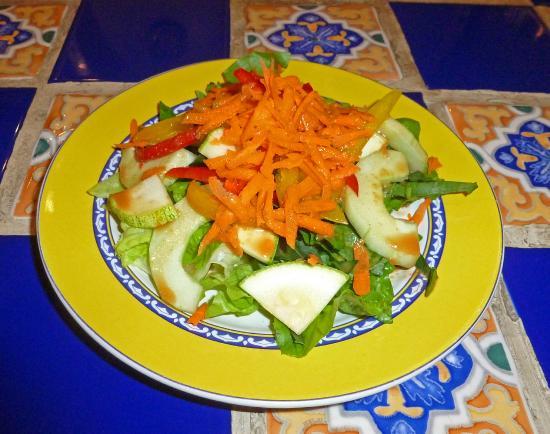 Lo Que Hay Cafe: garden salad