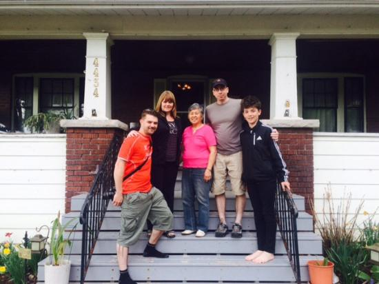 Ace of Hearts Bed and Breakfast: Me my family and our host Susie