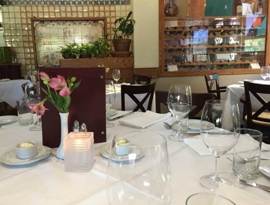 Rogues Restaurant: Table setting