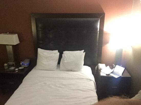 Crowne Plaza Sacramento: Single bed!