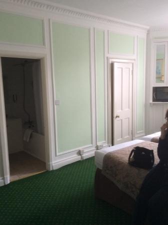 Astor Court Hotel: The main bedroom