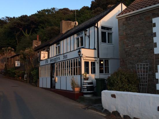 Old Smugglers Inn : photo1.jpg