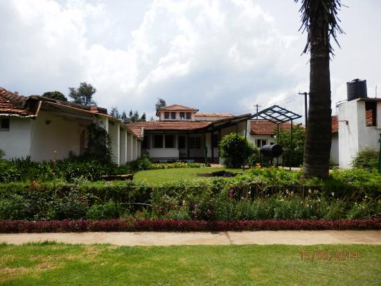 Red Hill Nature Resort: View of lawn patch between rooms and dining