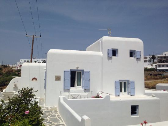 Villa Margarita Mykonos: Best view of Mykonos town, a lovely beach 3 minutes away, and a really nice place to stay!