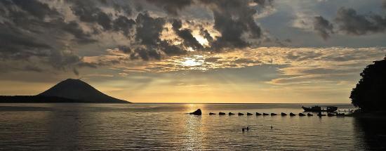 Siladen Resort & Spa: Sunset View