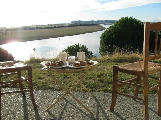 Hawkhill Cottage: Breakfast with a view