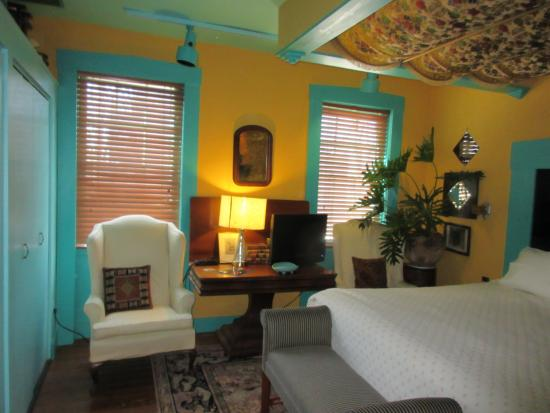 Brewers House Bed and Breakfast : what a fun room