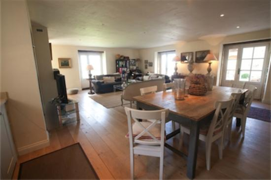 Saint-Vincent-de-Pertignas, فرنسا: Open plan sitting room and kitchen