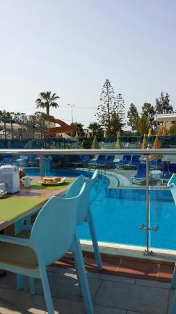 smartline Konaktepe Hotel: Een deel van het zwembad. 3 zwembaden voor elk wat wils