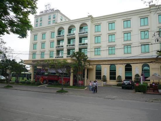 AVANI Hai Phong Harbour View Hotel: entree de l hotel