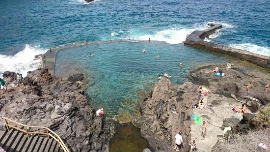 Natural swimming pool nearby picture of barcelo santiago for Piscina natural de puerto santiago