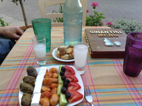 Sinantisi : Ouzo and Mezes