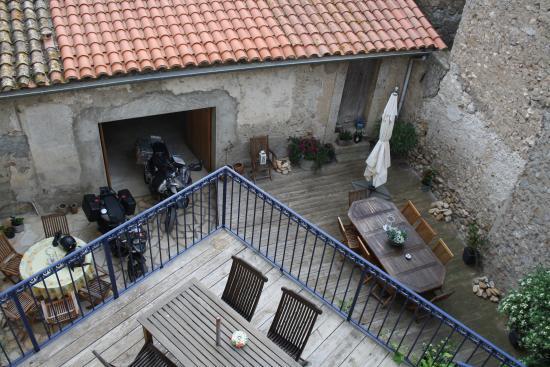 Bo-Bonne: Innenhof mit Garage