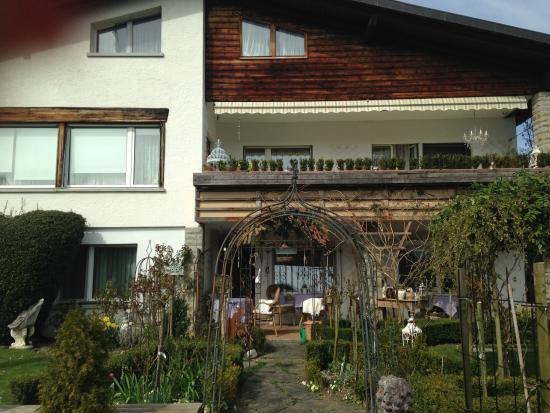 Im Roeseligarten : the facade