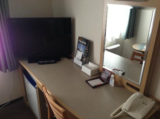 Oustat Kokusai Hotel Tajimi: A desk in the room