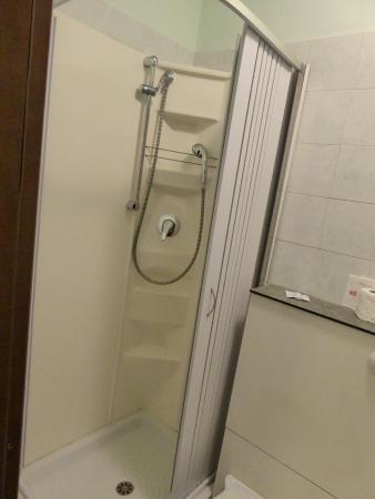 Hotel Toscana: Shower cubicle in bathroom, single room