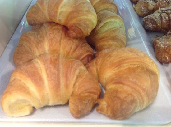 Le Cafe de Paris: Croissants