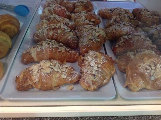 Le Cafe de Paris: Almond croissants