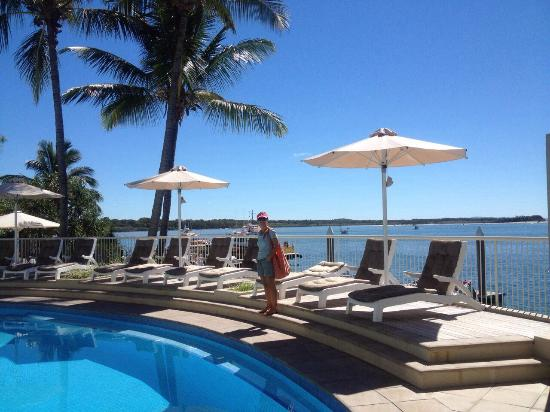 Noosa Pacific Riverfront Resort: Wonderful views pool side