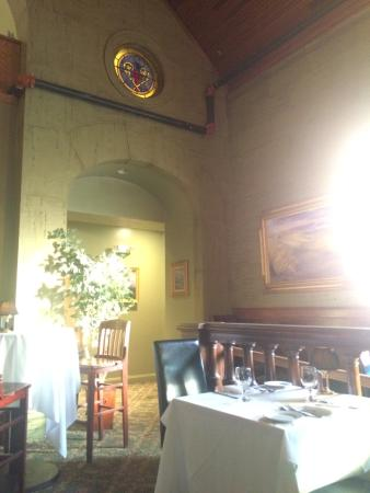 Belfry Bistro: Early evening dining room
