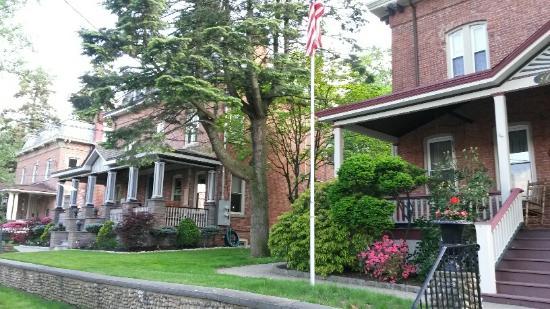 Bricktown Inn : Row of neighboring homes on Hudson St.