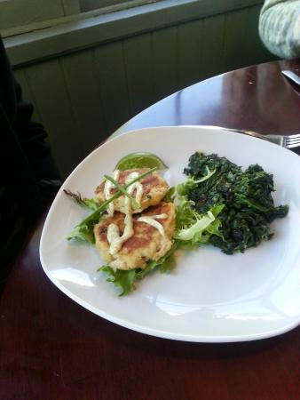 Gypsy Sweethearts: crabcakes with wilted spinach