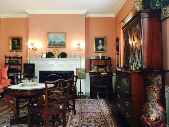 Nichols House Museum: Warm Interior
