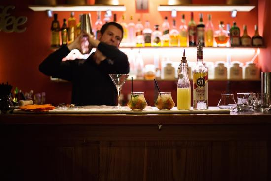 Massongex, Suisse : Barman