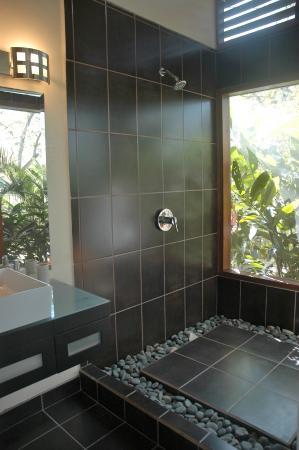 AHKi B&B Retreat: Civilized Jungle Showers!