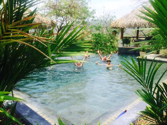 AHKi B&B Retreat: Happy-time in the pool!