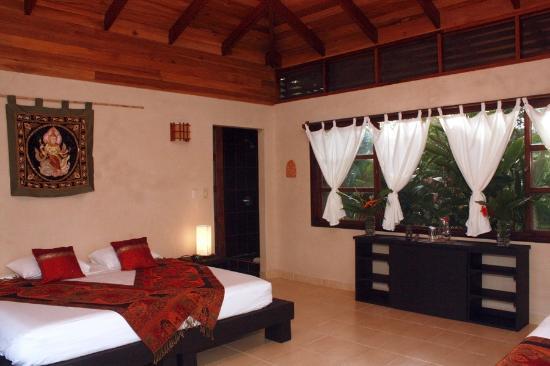 AHKi B&B Retreat: King Accommodations.