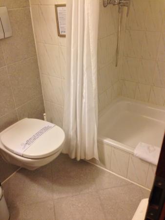 Hotel de la Nouvelle Couronne: bathroom_1