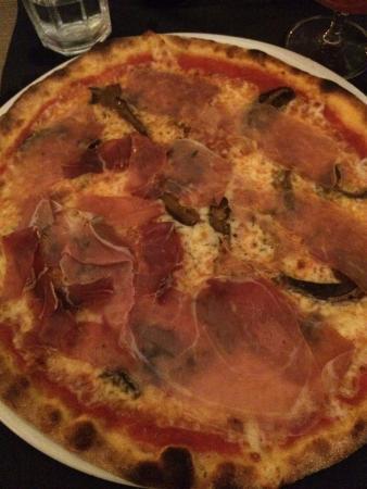 Pizzeria, Bar & Cocktails Desmo: Crudo e porcini (purtroppo secchi)