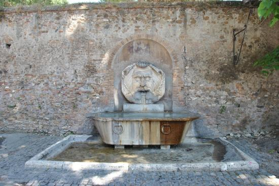Ape Roma Tour - Day Tours: Fountain