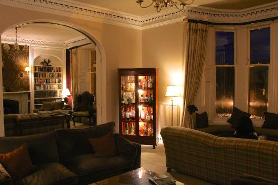 Knockendarroch Hotel & Restaurant: The lounge