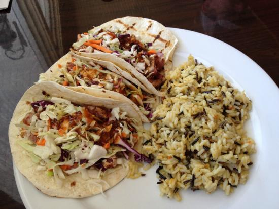 Red Fish Grill : Tuna tacos with rice