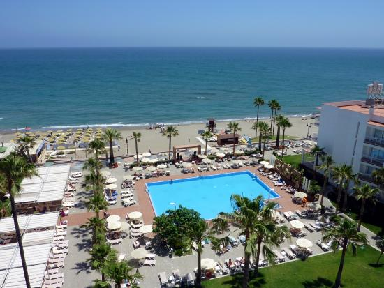Hotel Riu Nautilus: View from higher floors over pool