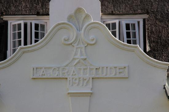 La Gratitude Villa: Architectural detail