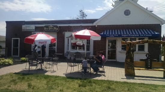 Wolfeboro, Nueva Hampshire: Yum shop. Great place for a quick treat.