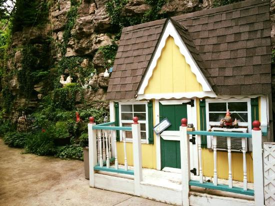 Briarwood Lodge at All Seasons Luxury Properties: Garden shed at the back of the garden