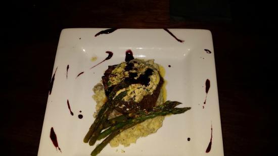 เอลส์เวิร์ท, เมน: Top Sirloin w/ parsnip mashed potatoes & grilled asparagus