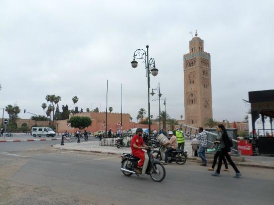 Hostel Riad Mama Marrakech: Rua próxima
