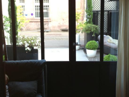 Hotel Quatorze: Vue depuis l'intérieure - sympa l'intimité...