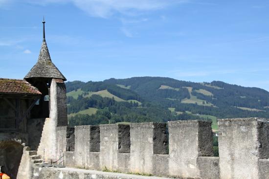 Castillo de Gruyères: Festungsmauern
