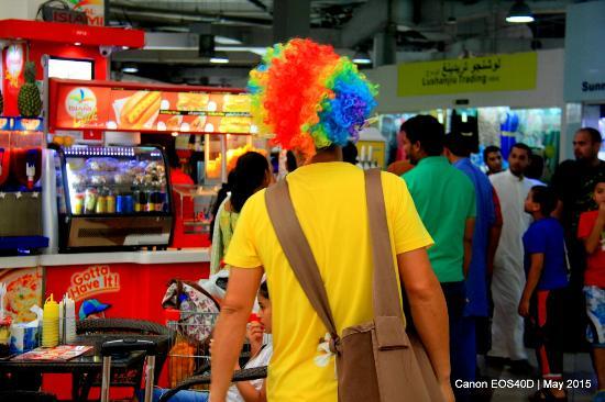 Dragon Mart: A clown of a salesman