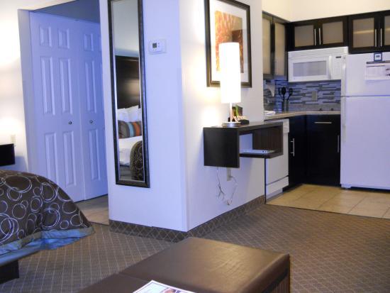 Staybridge Suites Columbus Airport: Renovated Studio Suite and Kitchen